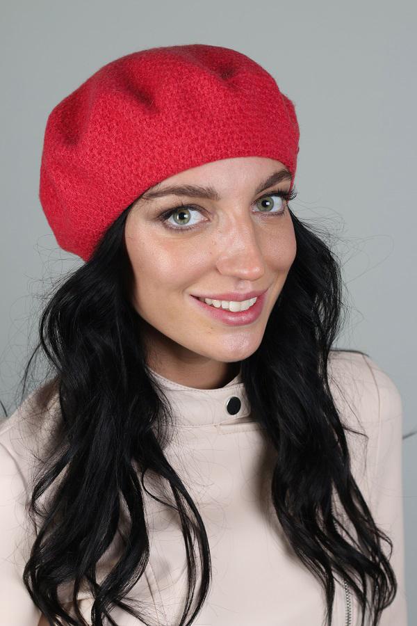 БеретБереты<br>Шерстяной беретик подарит Вам тепло и комфорт.  Стильный берет подчеркнет Вашу женственность и станет прекрасным дополнением Вашего образа.  Головной убор стандартного размера 56-58 см.  Цвет: красный<br><br>По сезону: Осень,Весна<br>Размер : universal<br>Материал: Вязаное полотно<br>Количество в наличии: 1