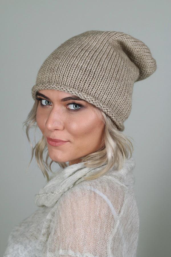 ШапкаШапки<br>Красивая шапка защитит Вас от непогоды и станет прекрасным дополнением Вашего образа.  Цвет: бежевый<br><br>По материалу: Вязаные,Трикотаж<br>По рисунку: Однотонные<br>По сезону: Зима,Осень,Весна<br>Размер : universal<br>Материал: Вязаное полотно<br>Количество в наличии: 2