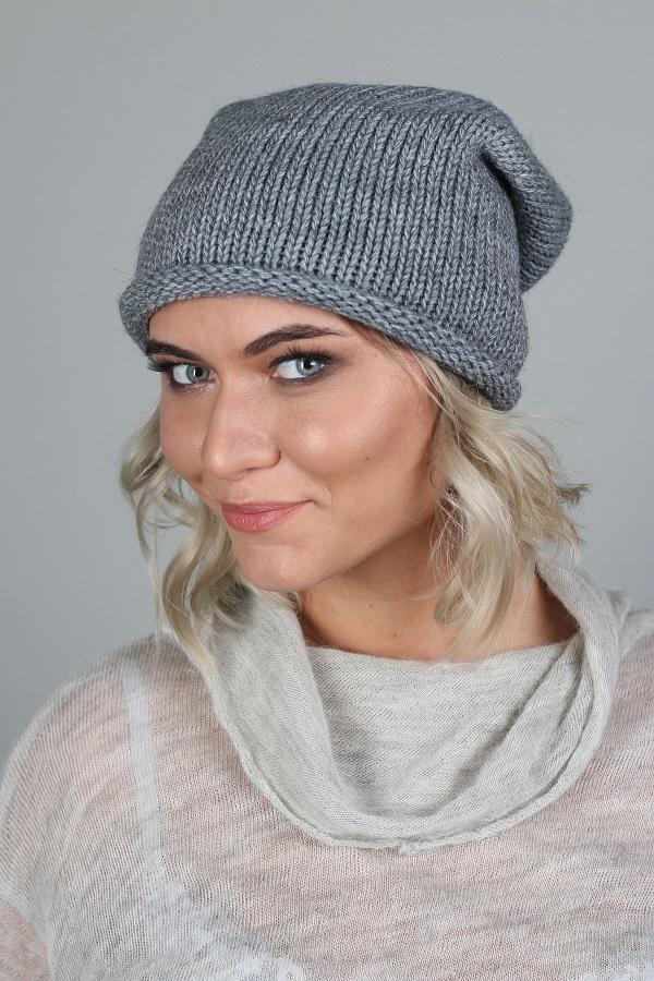 ШапкаШапки<br>Красивая шапка защитит Вас от непогоды и станет прекрасным дополнением Вашего образа.  Цвет: серый<br><br>По материалу: Вязаные,Трикотаж<br>По рисунку: Однотонные<br>По сезону: Зима,Осень,Весна<br>Размер : universal<br>Материал: Вязаное полотно<br>Количество в наличии: 2