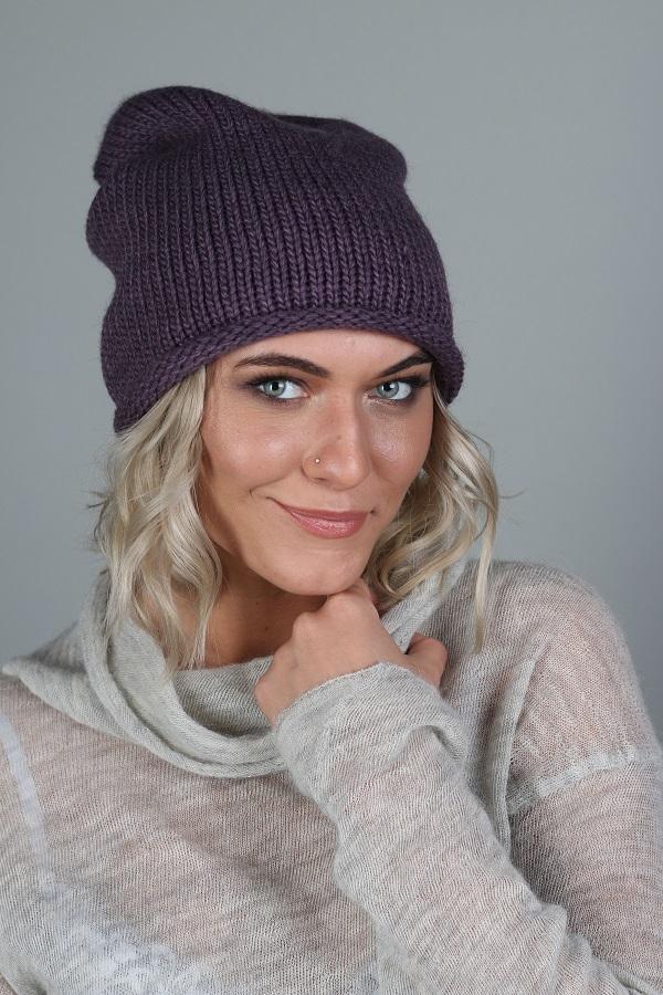 ШапкаШапки<br>Красивая шапка защитит Вас от непогоды и станет прекрасным дополнением Вашего образа.  Цвет: фиолетовый<br><br>По материалу: Вязаные,Трикотаж<br>По рисунку: Однотонные<br>По сезону: Зима,Осень,Весна<br>Размер : universal<br>Материал: Вязаное полотно<br>Количество в наличии: 1