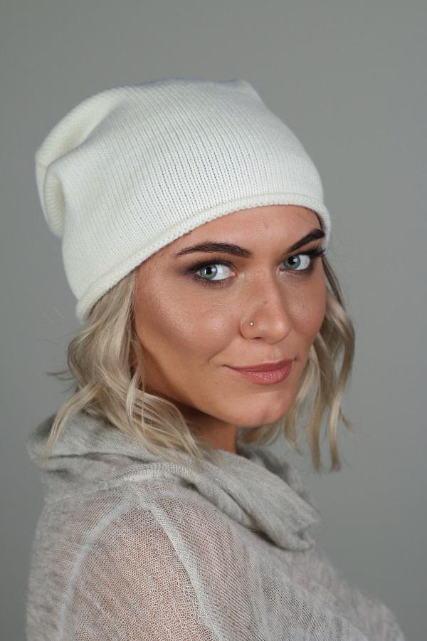 ШапкаШапки<br>Красивая шапка защитит Вас от непогоды и станет прекрасным дополнением Вашего образа.  Цвет: молочный<br><br>По материалу: Вязаные,Трикотаж<br>По рисунку: Однотонные<br>По сезону: Зима,Осень,Весна<br>Размер : universal<br>Материал: Вязаное полотно<br>Количество в наличии: 1