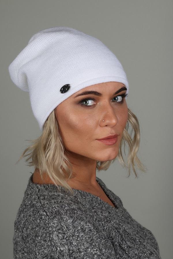ШапкаШапки<br>Красивая шапка защитит Вас от непогоды и станет прекрасным дополнением Вашего образа.  Цвет: белый<br><br>По материалу: Вязаные,Трикотаж<br>По рисунку: Однотонные<br>По сезону: Зима,Осень,Весна<br>Размер : universal<br>Материал: Вязаное полотно<br>Количество в наличии: 1