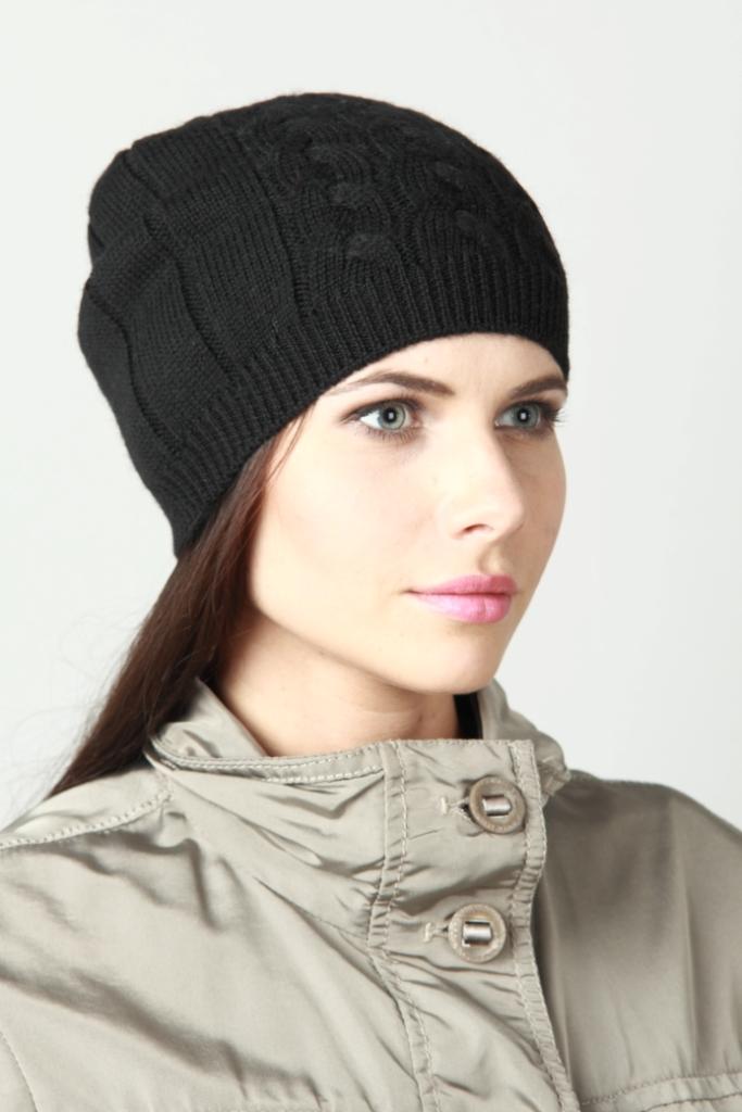 ШапкаШапки<br>Красивая шапка защитит Вас от непогоды и станет прекрасным дополнением Вашего образа.  Цвет: черный<br><br>По материалу: Вязаные<br>По рисунку: Однотонные<br>По сезону: Зима,Осень,Весна<br>Размер : universal<br>Материал: Вязаное полотно<br>Количество в наличии: 2