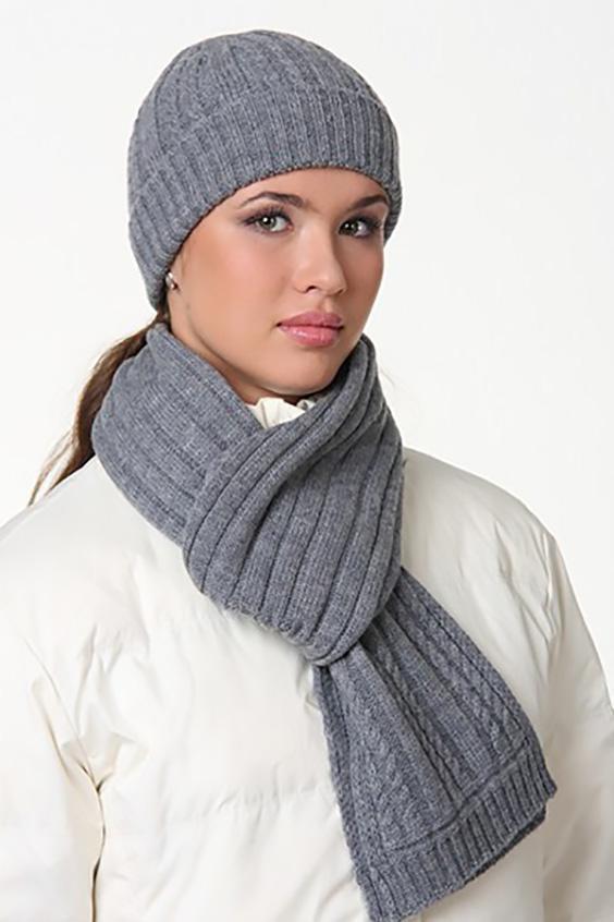 КомплектКомплекты<br>Комплект: шапка, шарф. Шапка цельновязаная, резинка 3*2, с фактурным переплетением, с отворотом. Шарф 18*180, резинка 3*2, с фактурным переплетением. Сезон: осень/зима Состав: 100% шерсть  Головной убор стандартного размера 56-58 см.<br><br>Размер : universal<br>Материал: Шерсть<br>Количество в наличии: 2
