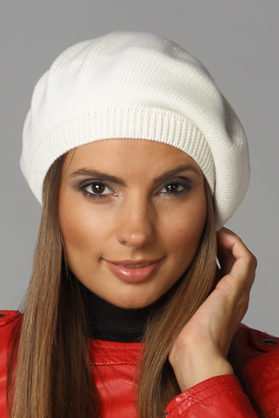 БеретБереты<br>Красивый берет защитит Вас от непогоды и станет прекрасным дополнением Вашего образа.  Цвет: молочный<br><br>По сезону: Осень,Весна<br>Размер : universal<br>Материал: Вязаное полотно<br>Количество в наличии: 1