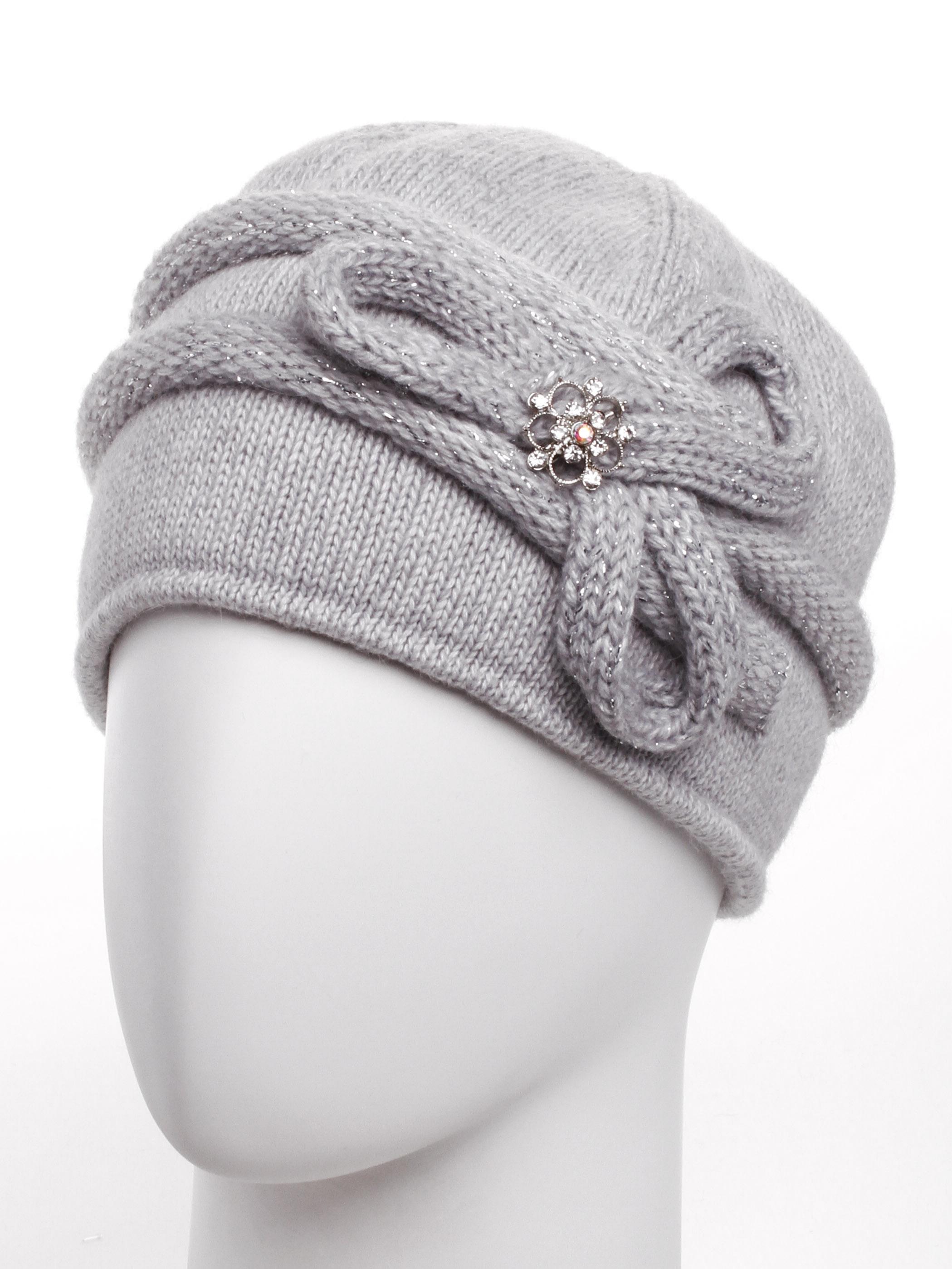 ШапкаШапки<br>Очаровательная шапка подарит Вам тепло и комфорт.  Стильный аксессуар подчеркнет Вашу женственность и станет прекрасным дополнением Вашего образа.  Цвет: серый<br><br>По материалу: Вязаные,Трикотаж<br>По рисунку: Однотонные<br>По элементам: С декором<br>По сезону: Зима<br>Размер : universal<br>Материал: Вязаное полотно<br>Количество в наличии: 1