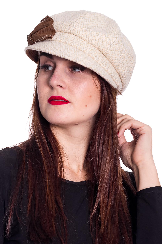 КепкаКепки<br>Стильная кепка на подкладе защитит Вас от непогоды и станет прекрасным дополнением Вашего образа.  В изделии использованы цвета: бежевый, белый  Размер 54-56 равен обхвату головы в сантиметрах.  Обхват головы измеряется по лобной части над уровнем бровей (на 2-3 сантиметра выше) и по самой выпуклой затылочной части.<br><br>По сезону: Осень,Весна<br>Размер : universal<br>Материал: Пальтовая ткань<br>Количество в наличии: 1