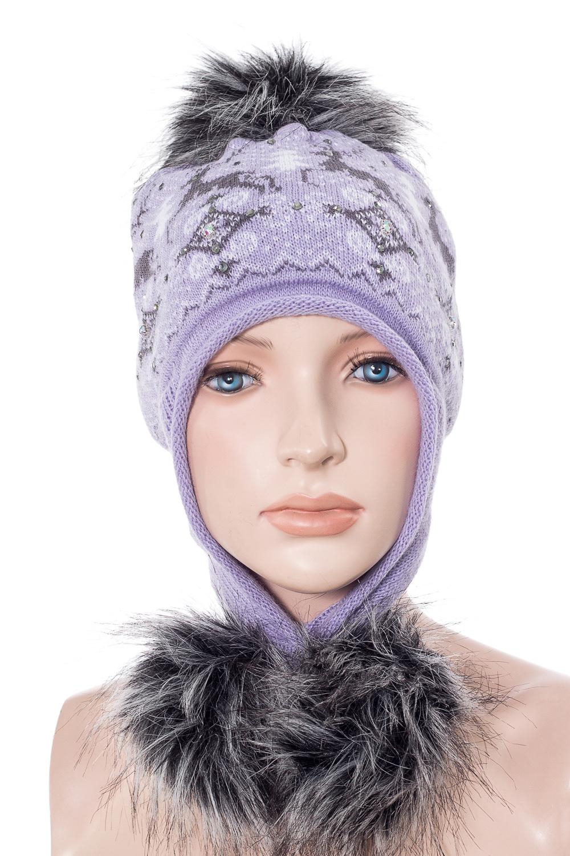 ШапкаГоловные уборы<br>Шапка с помпоном для девочки защитит Вашего ребенка от непогоды и поднимет настроение.  Размер равен обхвату головы в сантиметрах.  В изделии использованы цвета: сиреневый, серый<br><br>По сезону: Зима<br>Размер : 54-56<br>Материал: Вязаное полотно<br>Количество в наличии: 1