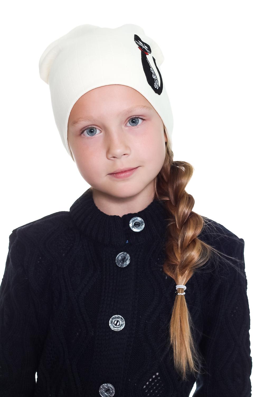 ШапкаГоловные уборы<br>Шапка для девочки защитит Вашего ребенка от непогоды и поднимет настроение.  Размер равен обхвату головы в сантиметрах.  Цвет: молочный<br><br>По сезону: Осень,Весна<br>Размер : 40-45<br>Материал: Трикотаж<br>Количество в наличии: 1