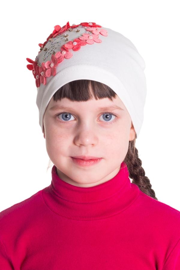 ШапкаГоловные уборы<br>Шапочка для девочки защитит Вашего ребенка от непогоды и поднимет настроение.  Размер равен обхвату головы в сантиметрах.  Цвет: белый, красный<br><br>По сезону: Осень,Весна<br>Размер : 52<br>Материал: Трикотаж<br>Количество в наличии: 1