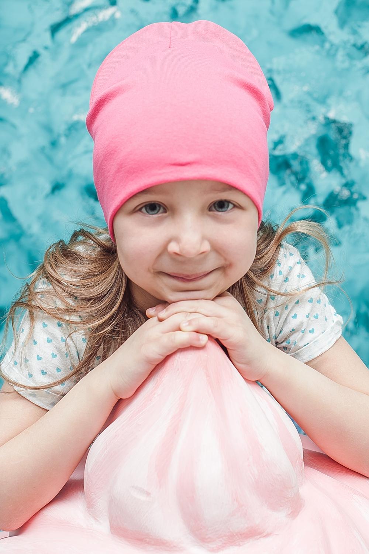ШапкаГоловные уборы<br>Шапка для девочки защитит Вашего ребенка от непогоды и поднимет настроение.  Размер равен обхвату головы в сантиметрах.  Цвет: розовый<br><br>По сезону: Осень,Весна<br>Размер : 40-45,45-50,50-55<br>Материал: Трикотаж<br>Количество в наличии: 6