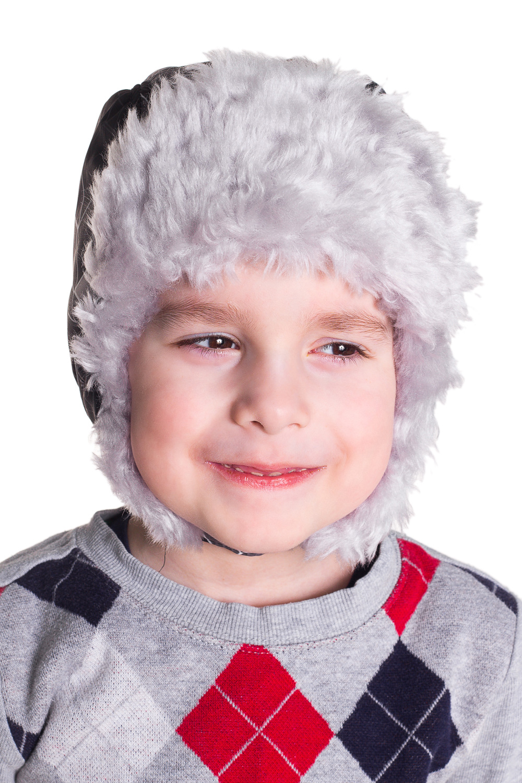 ШапкаГоловные уборы<br>Шапка-ушанка из искусственного меха.  Цвет: серый, черный  Размер равен обхвату головы в сантиметрах.  Обхват головы измеряется по лобной части над уровнем бровей (на 2-3 сантиметра выше) и по самой выпуклой затылочной части.<br><br>По сезону: Зима<br>Размер : 52<br>Материал: Искусственный мех<br>Количество в наличии: 1