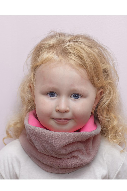 СнудПлатки и шарфы<br>Снуд для девочки защитит Вашего ребенка от непогоды и поднимет настроение.  Размер равен обхвату головы в сантиметрах.  Цвет: розовый<br><br>По сезону: Зима<br>Размер : 50-54,54-58<br>Материал: Вязаное полотно<br>Количество в наличии: 2