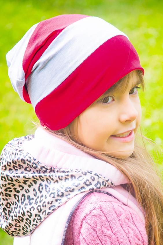 ШапкаГоловные уборы<br>Шапочка защитит Вашего ребенка от непогоды и поднимет настроение.  Размер равен обхвату головы в сантиметрах.  Цвет: розовый, белый<br><br>По сезону: Осень,Весна<br>Размер : 50-56<br>Материал: Флис<br>Количество в наличии: 1