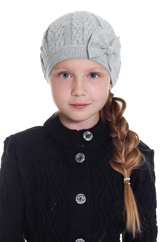 БеретГоловные уборы<br>Вязаный берет для девочки  Цвет: серый  Размер равен обхвату головы в сантиметрах.  Обхват головы измеряется по лобной части над уровнем бровей (на 2-3 сантиметра выше) и по самой выпуклой затылочной части.<br><br>По сезону: Осень,Весна<br>Размер : 50-54<br>Материал: Вязаное полотно<br>Количество в наличии: 1
