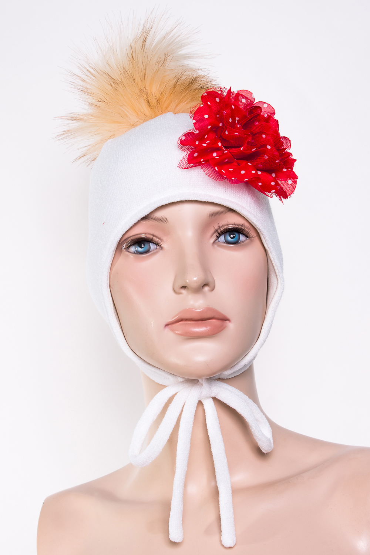 ШапкаГоловные уборы<br>Шапка для девочки защитит Вашего ребенка от непогоды и поднимет настроение.  Размер равен обхвату головы в сантиметрах.  Верхний слой - вязанный трикотаж,  подклад – хлопок, утеплитель – холлофайбер, помпон из искусственного меха.  В изделии использованы цвета: белый, красный, бежевый<br><br>По сезону: Зима<br>Размер : 50-54<br>Материал: Вязаное полотно<br>Количество в наличии: 1