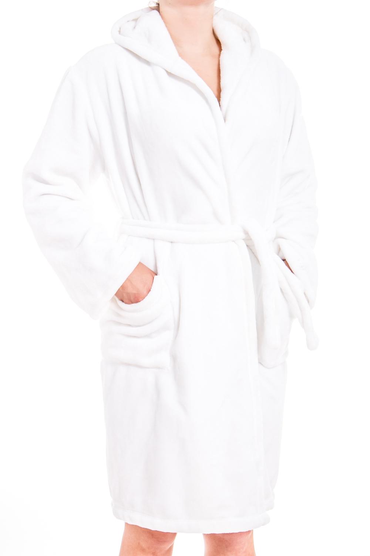 ХалатХалаты<br>Мягкий халат с длинными рукавами и капюшоном. Домашняя одежда, прежде всего, должна быть удобной, практичной и красивой. В нашей домашней одежде Вы будете чувствовать себя комфортно, особенно, по вечерам после трудового дня. Халат без пояса.  Цвет: белый  Ростовка изделия 170 см.<br><br>Горловина: V- горловина,Запах<br>По материалу: Велсофт<br>По рисунку: Однотонные<br>По силуэту: Полуприталенные<br>По элементам: С капюшоном,С карманами<br>Рукав: Длинный рукав<br>По сезону: Всесезон<br>По длине: Ниже колена<br>Размер : 48-50<br>Материал: Велсофт<br>Количество в наличии: 1