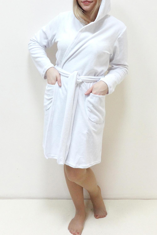 ХалатХалаты<br>Женский домашний халат на запах с капюшоном. Домашняя одежда, прежде всего, должна быть удобной, практичной и красивой. В нашей домашней одежде Вы будете чувствовать себя комфортно, особенно, по вечерам после трудового дня. Пояс в комплект не входит  Цвет: белый  Рост девушки-фотомодели 162 см<br><br>Воротник: Шалька<br>Горловина: Запах<br>По длине: Миди<br>По материалу: Велсофт,Трикотажные,Хлопковые<br>По рисунку: Однотонные<br>По стилю: Повседневные<br>По элементам: С капюшоном,С карманами<br>Рукав: Длинный рукав<br>По сезону: Всесезон<br>Размер : 38,40,42,44<br>Материал: Велсофт<br>Количество в наличии: 4