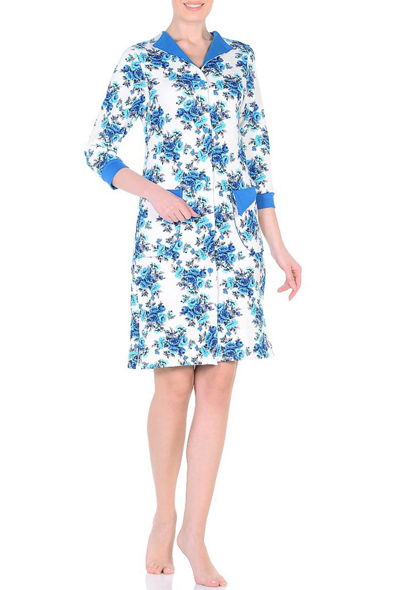 ХалатХалаты<br>Хлопковый халат с застежкой на пуговицы. Домашняя одежда, прежде всего, должна быть удобной, практичной и красивой. В наших изделиях Вы будете чувствовать себя комфортно, особенно, по вечерам после трудового дня.  В изделии использованы цвета: белый, синий и др.  Ростовка изделия 170 см.<br><br>Воротник: Отложной<br>По длине: До колена<br>По материалу: Трикотаж,Хлопок<br>По рисунку: Растительные мотивы,С принтом,Цветные,Цветочные<br>По силуэту: Полуприталенные<br>По элементам: С карманами,С манжетами<br>Рукав: Рукав три четверти<br>По сезону: Всесезон<br>Размер : 48,50,52,54,56,58<br>Материал: Трикотаж<br>Количество в наличии: 12