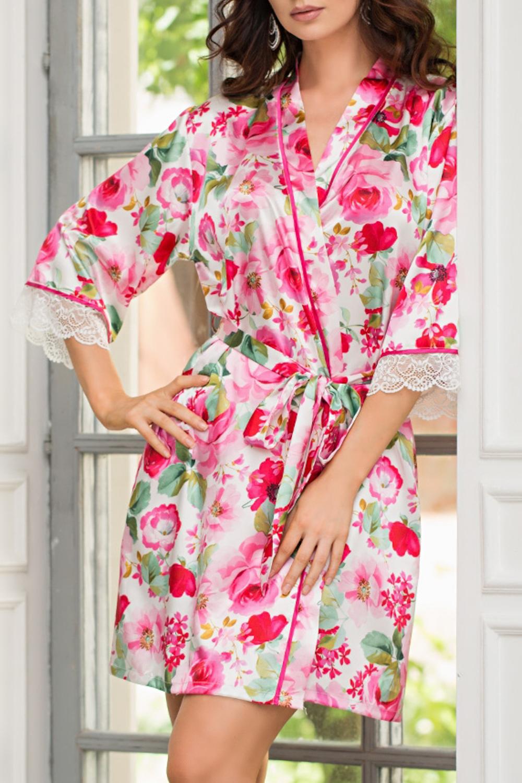 КимоноХалаты<br>Короткий классический халат–кимоно выполнен из искусственного шелка с купонным принтом расположенным по полочкам и рукавам.  По краям бортов проходит контрастный кант. По бокам расположены карманы. Халат без пояса.  В изделии использованы цвета: белый, розовый, зеленый и др.  Ростовка изделия 170 см.<br><br>Горловина: V- горловина,Запах<br>По длине: До колена<br>По материалу: Шелк<br>По рисунку: Растительные мотивы,С принтом,Цветные,Цветочные<br>По силуэту: Полуприталенные<br>Рукав: Рукав три четверти<br>По сезону: Всесезон<br>Размер : 44-46,48-50<br>Материал: Искусственный шелк<br>Количество в наличии: 3
