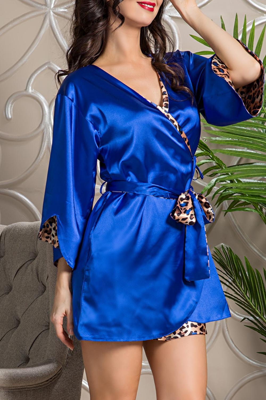 КимоноХалаты<br>Двухсторонний халат выполнен из искусственного шелка. Одна сторона халата из атласа яркого синего цвета, другая - анималистичный принт. Халат без пояса.  В изделии использованы цвета: синий, бежевый и др.  Ростовка изделия 170 см.<br><br>Горловина: V- горловина,Запах<br>По длине: До колена<br>По материалу: Шелк<br>По рисунку: Животные мотивы,Леопард,С принтом,Цветные<br>По силуэту: Полуприталенные<br>Рукав: Рукав три четверти<br>По сезону: Всесезон<br>Размер : 44-46,48-50<br>Материал: Искусственный шелк<br>Количество в наличии: 3
