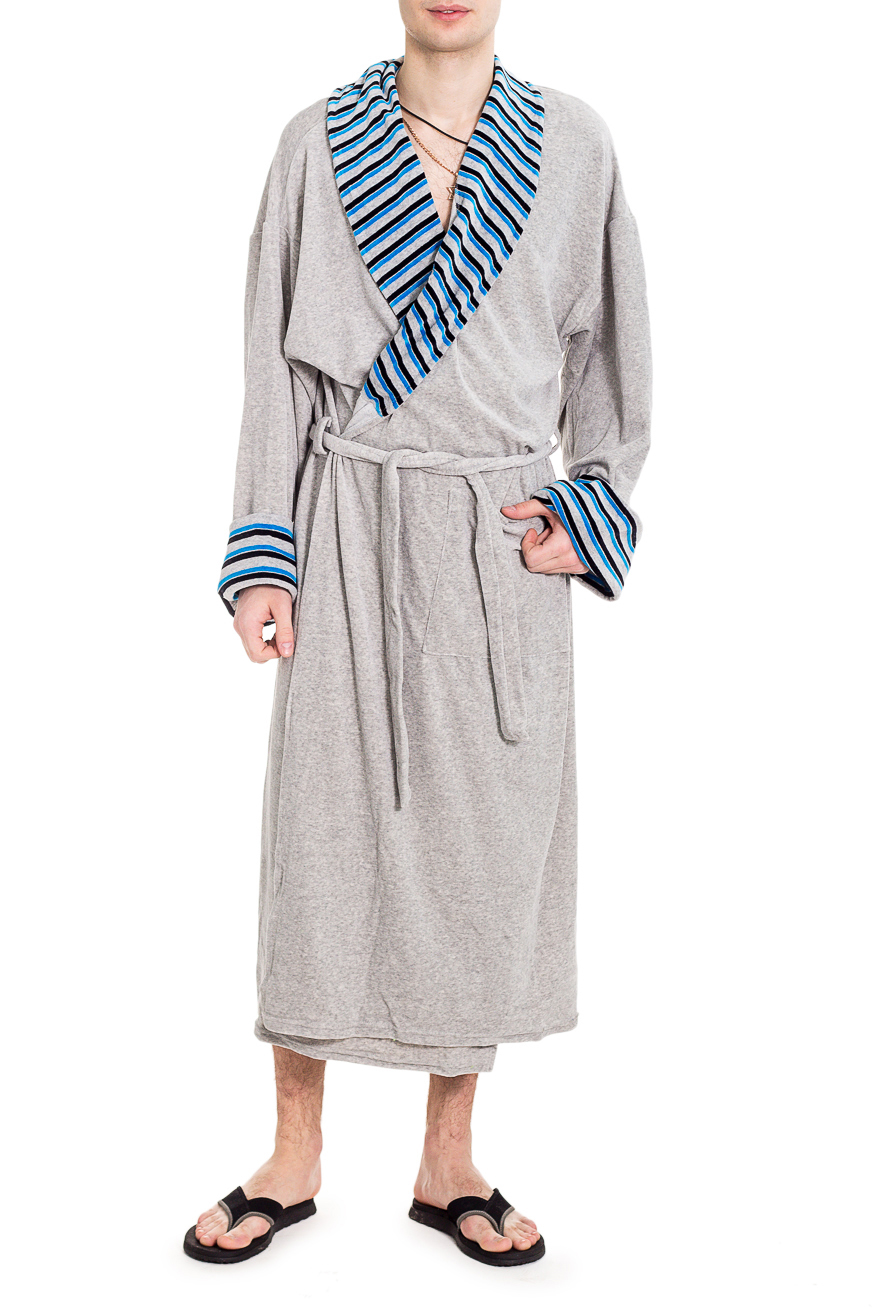 ХалатХалаты<br>Мягкий велюровый халат. Такой халат станет прекрасным подарком для каждого мужчины.  Пояс в комплект не входит.  Цвет: серый, синий, белый, черный  Рост мужчины-фотомодели 182 см<br><br>По сезону: Осень,Весна<br>Размер : 52<br>Материал: Велюр<br>Количество в наличии: 1
