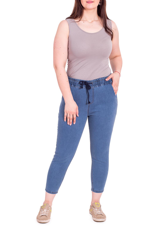 ДжинсыДжинсы<br>Укороченные женские джинсы. Модель выполнена из приятной джинсовой ткани. Отличный выбор для повседневного гардероба.В изделии использованы цвета: синий джинсРостовка изделия L32, что соотвествует длине штанины по внутреннему шву 80-82 см., ростовка 170-178 см.Размер соответствует объему (W):24 размер - обхват талии 58-60,5 см., обхват бедер 89-91,5 см.25 размер - обхват талии 60,5-63 см., обхват бедер 91,5-94 см.26 размер - обхват талии 63-65,5 см., обхват бедер 94-96,5 см.27 размер - обхват талии 65,5-68 см., обхват бедер 96,5-99 см.28 размер - обхват талии 68-70,5 см., обхват бедер 99-101,5 см.29 размер - обхват талии 70,5-73 см., обхват бедер 101,5-104 см.30 размер - обхват талии 73-75,5 см., обхват бедер 104-106,5 см.31 размер - обхват талии 75,5-78 см., обхват бедер 106,5-110 см.32 размер - обхват талии 78-80,5 см., обхват бедер 110-113,5 см.33 размер - обхват талии 80,5-83 см., обхват бедер 113,5-118 см.34 размер - обхват талии 83-85,5 см., обхват бедер 118-123 см.35 размер - обхват талии 85,5-88 см., обхват бедер 123-128 см.<br><br>Длина: Укороченные<br>Рисунок: Однотонные<br>Сезон: Весна,Всесезон,Зима,Лето,Осень<br>Силуэт: Приталенные<br>Стиль: Кэжуал,Молодежный стиль,Повседневный стиль<br>Форма: Шаровары<br>Элементы: С карманами,С резинкой<br>Размер : 32,33,34<br>Материал: Джинс<br>Количество в наличии: 3