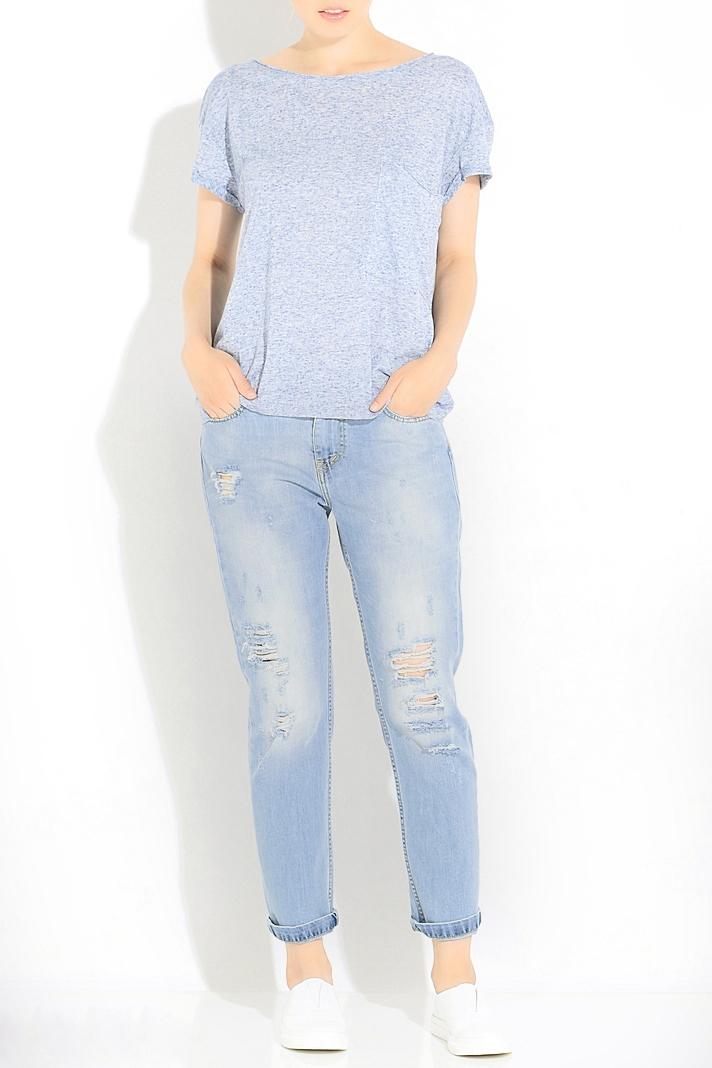 ДжинсыДжинсы<br>Ультрамодные рваные джинсы бойфренды. Модель выполнена из приятной джинсовой ткани. Отличный выбор для повседневного гардероба.В изделии использованы цвета: голубойРостовка изделия L32, что соотвествует длине штанины по внутреннему шву 80-82 см., ростовка 170-178 см.Размер соответствует объему (W):24 размер - обхват талии 58-60,5 см., обхват бедер 89-91,5 см.25 размер - обхват талии 60,5-63 см., обхват бедер 91,5-94 см.26 размер - обхват талии 63-65,5 см., обхват бедер 94-96,5 см.27 размер - обхват талии 65,5-68 см., обхват бедер 96,5-99 см.28 размер - обхват талии 68-70,5 см., обхват бедер 99-101,5 см.29 размер - обхват талии 70,5-73 см., обхват бедер 101,5-104 см.30 размер - обхват талии 73-75,5 см., обхват бедер 104-106,5 см.31 размер - обхват талии 75,5-78 см., обхват бедер 106,5-110 см.32 размер - обхват талии 78-80,5 см., обхват бедер 110-113,5 см.33 размер - обхват талии 80,5-83 см., обхват бедер 113,5-118 см.34 размер - обхват талии 83-85,5 см., обхват бедер 118-123 см.35 размер - обхват талии 85,5-88 см., обхват бедер 123-128 см.<br><br>Длина: Укороченные<br>Материал: Джинс,Хлопок<br>Рисунок: Однотонные<br>Сезон: Весна,Всесезон,Зима,Лето,Осень<br>Силуэт: Полуприталенные<br>Стиль: Кэжуал,Молодежный стиль,Повседневный стиль,Ультрамодный стиль<br>Элементы: Рваные,С карманами<br>Размер : 25,26,30<br>Материал: Джинс<br>Количество в наличии: 4