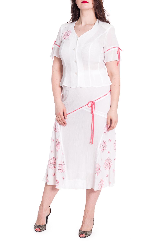 КостюмКостюмы<br>Летний костюм состоит из юбки и блузки. Модель на подкладе, выполнена из приятного материала. Отличный выбор для повседневного гардероба.  В изделии использованы цвета: белый, розовый  Рост девушки-фотомодели 180 см<br><br>Горловина: V- горловина<br>Застежка: С пуговицами<br>По длине: Ниже колена<br>По материалу: Шифон<br>По рисунку: Однотонные<br>По силуэту: Приталенные<br>По стилю: Летний стиль,Повседневный стиль<br>По форме: Костюм двойка,Юбочный костюм<br>По элементам: С декором<br>Рукав: Короткий рукав<br>По сезону: Лето<br>Размер : 52,54<br>Материал: Креп - Шифон<br>Количество в наличии: 3