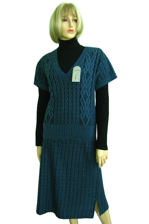 КостюмКостюмы<br>Женский костюм состоит из жилетки и юбки. Модель выполнена из вязанного трикотажа. Вязаный трикотаж - это красота, тепло и комфорт. В вязаных вещах очень легко оставаться женственной и в то же время не замёрзнуть.  Цвет: синий<br><br>Горловина: V- горловина<br>По длине: Миди<br>По материалу: Вязаные,Шерсть<br>По образу: Город,Свидание<br>По рисунку: Однотонные<br>По сезону: Весна,Осень<br>По силуэту: Полуприталенные<br>По форме: Костюм двойка,Юбочные<br>Рукав: Короткий рукав<br>По стилю: Повседневный стиль<br>Размер : 54<br>Материал: Вязаное полотно<br>Количество в наличии: 3