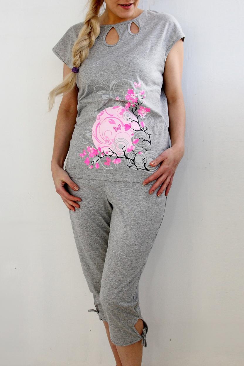 КомплектКомплекты и костюмы<br>Удобная и комфортная модель из эластичного трикотажа облегающая фигуру. Домашняя одежда, прежде всего, должна быть удобной, практичной и красивой. В наших изделиях Вы будете чувствовать себя комфортно, особенно, по вечерам после трудового дня.  Цвет: серый.  Рост девушки-фотомодели 170 см<br><br>Горловина: С- горловина<br>По длине: Миди<br>По материалу: Трикотажные,Хлопковые<br>По рисунку: С принтом (печатью)<br>По сезону: Весна,Зима,Лето,Осень,Всесезон<br>По силуэту: Приталенные<br>По форме: Брючные,Костюм двойка<br>По элементам: С декором<br>Рукав: Короткий рукав<br>Размер : 44,46,48,50,52,54,56<br>Материал: Хлопок<br>Количество в наличии: 9