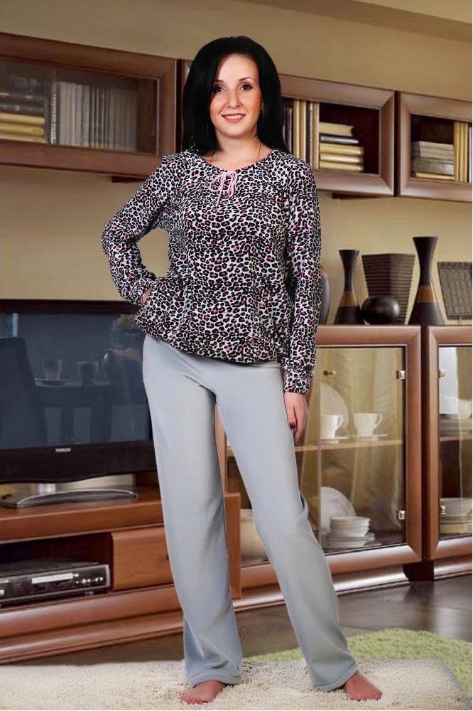 КостюмКомплекты и костюмы<br>Костюм состоит из блузона и брюк. Блузон прямого силуэта, длиной до линии бёдер. Горловина блузона стягивается на декоративный шнурок. Рукав типа «реглан», длинный, заканчивается манжетой. Низ блузона, манжет рукава обработаны эластичной тесьмой. Брюки прямого силуэта, длинные. Костюм выполнен из тканей – компаньонов.В изделии использованы цвета: серый и др.Ростовка изделия 170 см.<br><br>Горловина: С- горловина<br>Рукав: Длинный рукав<br>Длина: Макси<br>Материал: Велюр,Трикотаж<br>Рисунок: Леопард,С принтом,Цветные<br>Сезон: Весна,Зима,Осень<br>Силуэт: Полуприталенные<br>Форма: Брючный костюм,Костюм двойка<br>Размер : 50<br>Материал: Велюр<br>Количество в наличии: 1