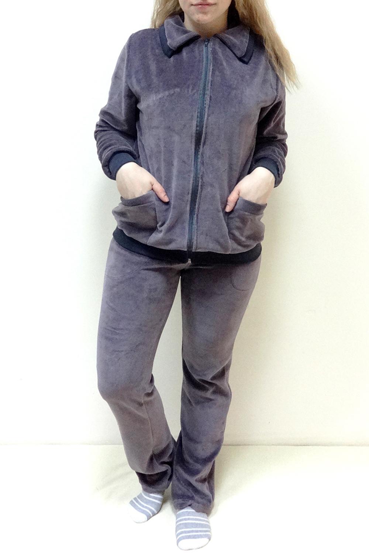 КомплектКомплекты и костюмы<br>Комплект состоит из кофты и брюк. Домашняя одежда, прежде всего, должна быть удобной, практичной и красивой. В комплекте Вы будете чувствовать себя комфортно, особенно, по вечерам после трудового дня. Ростовка 164 см.  Цвет: серый  Рост девушки-фотомодели 162 см.<br><br>Воротник: Стояче-отложной<br>По длине: Макси<br>По рисунку: Однотонные<br>По силуэту: Приталенные<br>По элементам: С карманами,С молнией,С манжетами<br>Рукав: Длинный рукав<br>По сезону: Зима,Осень,Весна<br>По материалу: Велюр,Трикотаж,Хлопок<br>Размер : 48,50,52,54,58<br>Материал: Велюр<br>Количество в наличии: 8