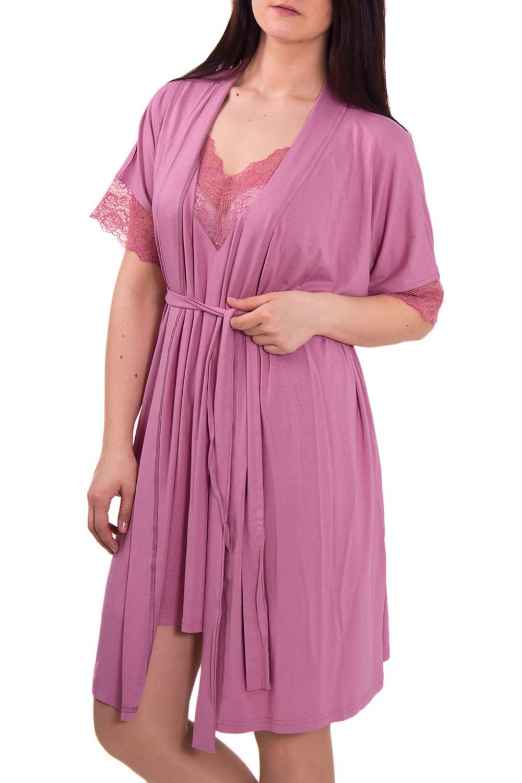 КомплектКомплекты и костюмы<br>Комплект состоит из халата и ночной сорочки. Сорочка полуприлегающего силуэта, длиной до середины бедра, на тонких бретелях. Кокетки переда обработаны эластичным кружевом. Халат на запах, полуприлегающего силуэта, короткий – до середины бедра. Рукав цельнокроёный, длиной до локтя. Низ рукава отделан эластичным кружевом. Пояс в комплект не входит  Цвет: розовый  Рост девушки-фотомодели 180 см<br><br>Бретели: Тонкие бретели<br>Горловина: Запах<br>По материалу: Вискоза,Трикотаж<br>По рисунку: Однотонные<br>По сезону: Весна,Лето<br>По силуэту: Полуприталенные<br>По форме: Костюм двойка,Юбочный костюм<br>По элементам: С декором<br>Рукав: Рукав три четверти<br>По длине: Ниже колена<br>Размер : 52,54<br>Материал: Вискоза<br>Количество в наличии: 3