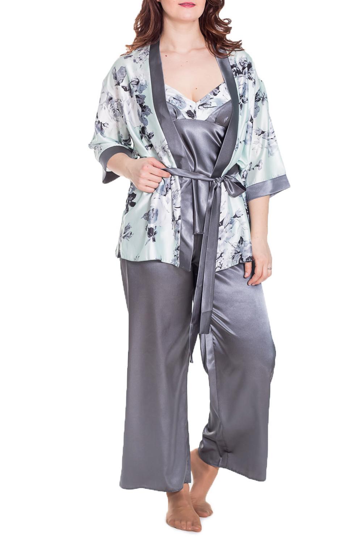 КомплектКомплекты и костюмы<br>Атласный брючный комплект-тройка.  Однотонный топ с цветной отделкой, однотонные брюки и укороченное кимоно из набивного атласа. Пояс в комплект не входит  Цвет: серый, белый  Рост девушки-фотомодели 180 см.<br><br>Бретели: Тонкие бретели<br>Горловина: V- горловина<br>По длине: Макси<br>По рисунку: Растительные мотивы,Цветные,Цветочные,С принтом<br>По сезону: Весна,Зима,Лето,Осень,Всесезон<br>По силуэту: Полуприталенные<br>По форме: Костюм тройка,Брючный костюм<br>Рукав: Рукав три четверти<br>По материалу: Атлас<br>Размер : 50,52<br>Материал: Атлас<br>Количество в наличии: 2