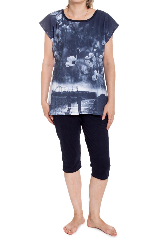 КомплектКомплекты и костюмы<br>Женский комплект с короткими рукавами. Комплект состоит из футболки и бридж. Домашняя одежда, прежде всего, должна быть удобной, практичной и красивой. В комплекте Вы будете чувствовать себя комфортно, особенно, по вечерам после трудового дня.  В изделии использованы цвета: синий, белый, черный  Ростовка изделия 170 см<br><br>Горловина: С- горловина<br>По рисунку: Растительные мотивы,Цветные,С принтом<br>По сезону: Весна,Зима,Лето,Осень,Всесезон<br>По силуэту: Полуприталенные<br>По форме: Брючные,Костюм двойка<br>Рукав: Короткий рукав<br>По длине: Ниже колена<br>По материалу: Хлопок<br>Размер : 52<br>Материал: Хлопок<br>Количество в наличии: 1