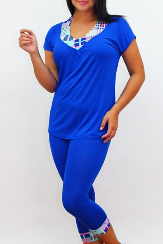 КомплектКомплекты и костюмы<br>Удобный трикотажный комплект. Домашняя одежда, прежде всего, должна быть удобной, практичной и красивой. В нашей домашней одежде Вы будете чувствовать себя комфортно, особенно, по вечерам после трудового дня.  В изделии использованы цвета: синий, голубой и др.  Ростовка изделия 170 см.<br><br>Горловина: V- горловина<br>По материалу: Вискоза,Трикотаж<br>По рисунку: Цветные,С принтом<br>По сезону: Весна,Зима,Лето,Осень,Всесезон<br>По силуэту: Приталенные<br>По форме: Брючные,Костюм двойка<br>Рукав: Короткий рукав<br>По длине: Ниже колена<br>Размер : 44,46<br>Материал: Вискоза<br>Количество в наличии: 2
