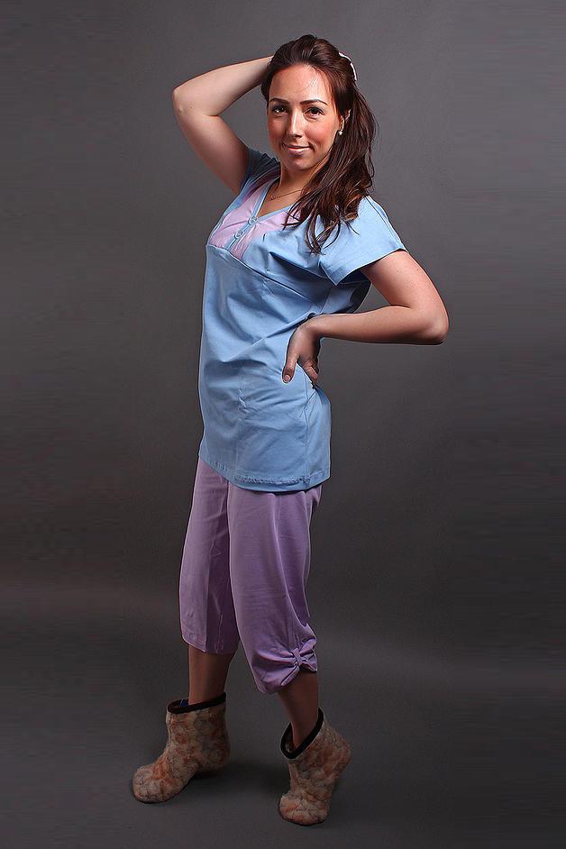 КомплектКомплекты и костюмы<br>Домашний хлопковый комплект. В комплект входят бриджи и футболка. Домашняя одежда, прежде всего, должна быть удобной, практичной и красивой. В нашей домашней одежде Вы будете чувствовать себя комфортно, особенно, по вечерам после трудового дня.  Цвет: голубой, сиреневый<br><br>Горловина: V- горловина<br>По длине: Миди<br>По материалу: Трикотажные,Хлопковые<br>По рисунку: Цветные<br>По сезону: Весна,Осень<br>По силуэту: Свободные<br>По стилю: Повседневные<br>По форме: Брючные,Костюм двойка<br>Рукав: Короткий рукав<br>Размер : 46-48<br>Материал: Хлопок<br>Количество в наличии: 2