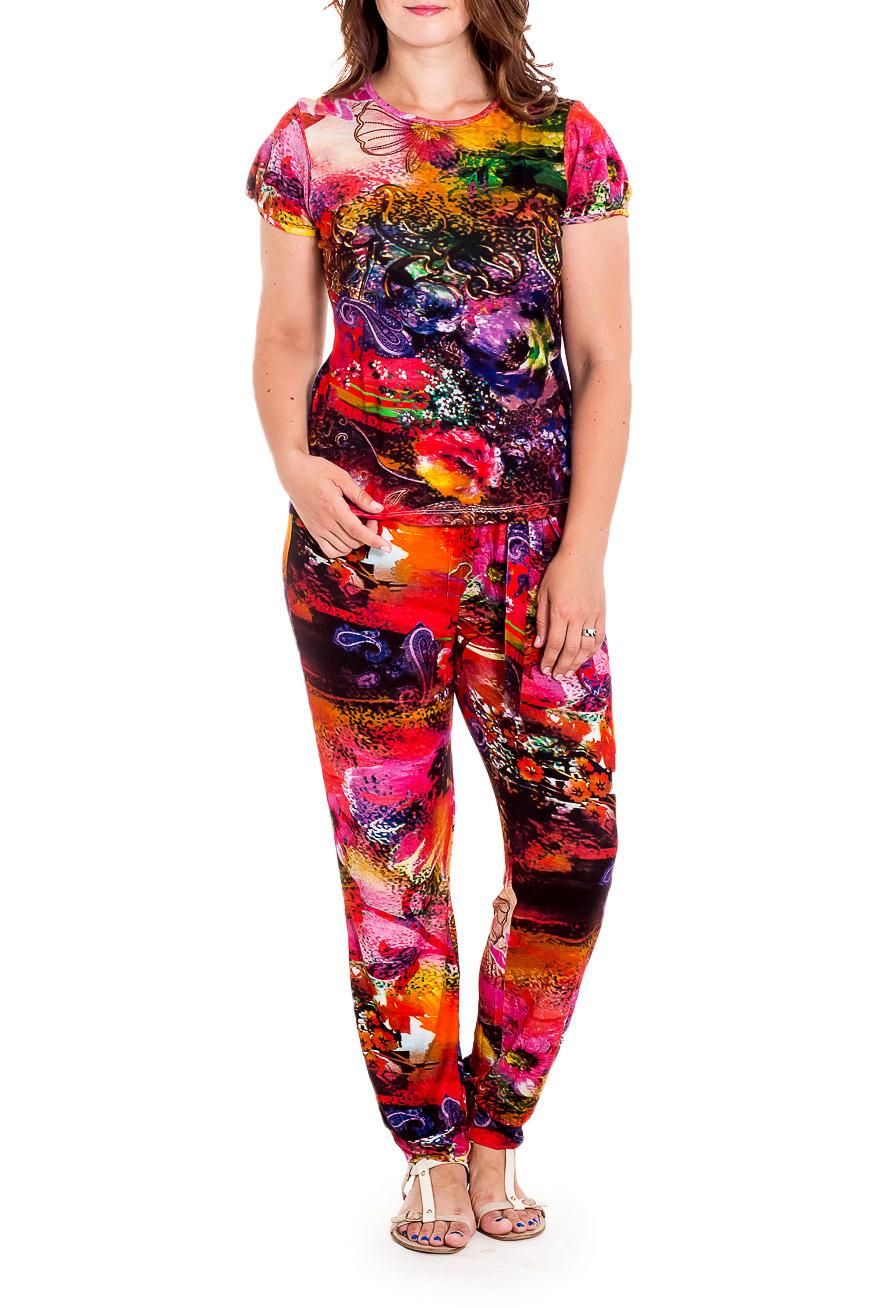 КомплектКостюмы<br>Яркий комплект состоит из блузки и брюк. Модель выполнена из мягкой вискозы. Отличный выбор для повседневного гардероба.  В изделии использованы цвета: красный и др.  Рост девушки-фотомодели 180 см.<br><br>Горловина: С- горловина<br>По длине: Макси<br>По материалу: Вискоза<br>По образу: Город<br>По рисунку: С принтом,Цветные<br>По силуэту: Полуприталенные<br>По стилю: Повседневный стиль<br>Рукав: Короткий рукав<br>По сезону: Лето<br>По форме: Брючные,Костюм двойка<br>Размер : 46,48,50<br>Материал: Вискоза<br>Количество в наличии: 7