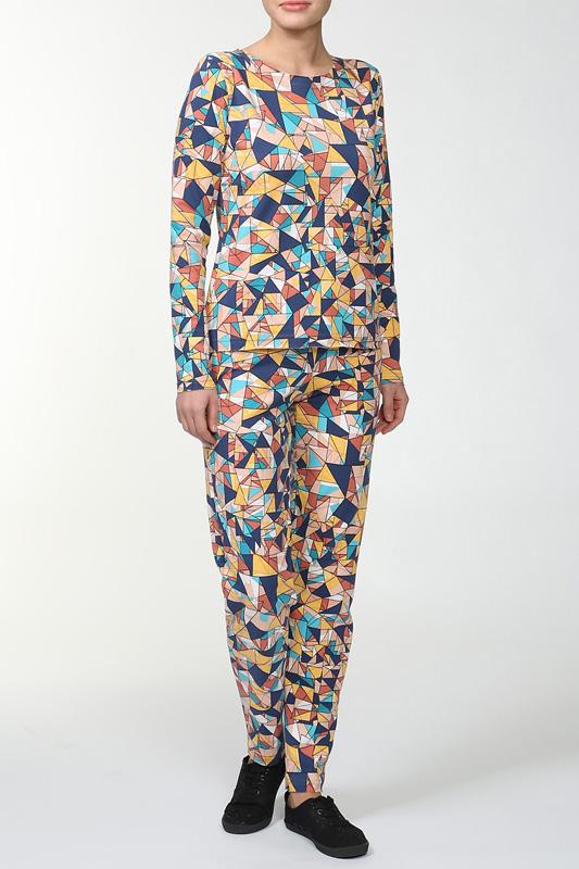 КостюмКомплекты и костюмы<br>Женский костюм с длинными рукавами. Комплект состоит из джемпера и брюк. Домашняя одежда, прежде всего, должна быть удобной, практичной и красивой. В костюме Вы будете чувствовать себя комфортно, особенно, по вечерам после трудового дня.  Цвет: мультицвет<br><br>Горловина: С- горловина<br>По длине: Макси<br>По рисунку: Абстракция,Цветные<br>По сезону: Зима<br>По силуэту: Полуприталенные<br>По форме: Костюм двойка,Брючный костюм<br>Рукав: Длинный рукав<br>По материалу: Трикотаж,Хлопок<br>Размер : 44,46,48,50,52<br>Материал: Трикотаж<br>Количество в наличии: 5