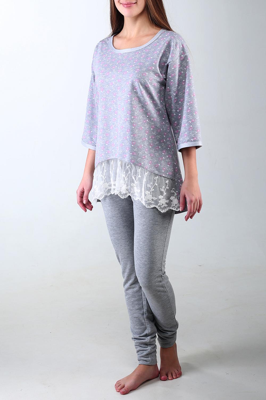 КостюмКомплекты и костюмы<br>Костюм из плотной вискозы. Свободного покроя блуза декорирована красивым белым кружевом. Леггинсы-брюки плотно сидят по фигуре.  Цвет: серый.  Ростовка изделия 170 см.<br><br>Горловина: С- горловина<br>По длине: Макси<br>По материалу: Гипюр,Трикотаж<br>По рисунку: Растительные мотивы,С принтом,Цветные,Цветочные<br>По сезону: Весна,Зима,Лето,Осень,Всесезон<br>По силуэту: Свободные<br>По форме: Брючные,Костюм двойка<br>По элементам: С декором<br>Рукав: Рукав три четверти<br>Размер : 48<br>Материал: Трикотаж + Гипюровая сетка<br>Количество в наличии: 1