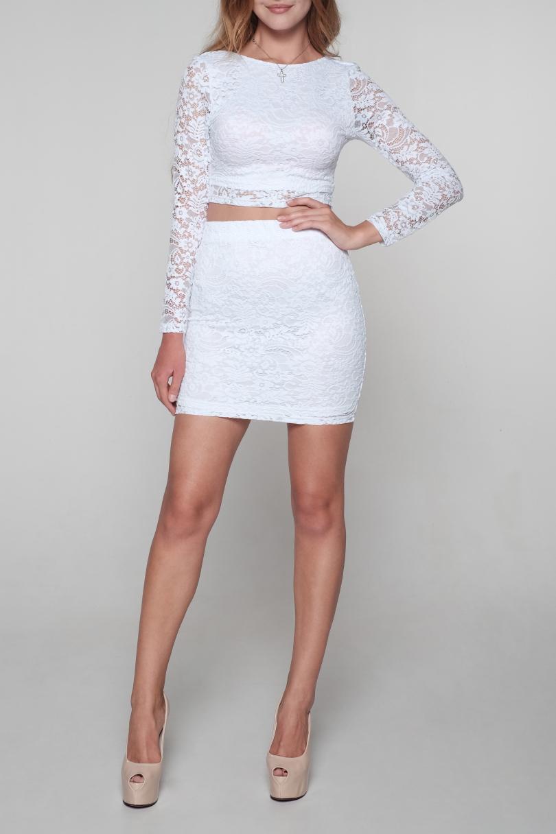 КостюмКостюмы<br>Очаровательный костюм состоит из юбки с завышенной талией и укороченной блузки. Модель выполнена из ажурного гипюра. Отличный выбор для любого случая.   Цвет: белый  Ростовка изделия 170 см<br><br>Горловина: С- горловина<br>По длине: Мини<br>По материалу: Гипюр<br>По образу: Выход в свет,Свидание<br>По рисунку: Однотонные,Фактурный рисунок<br>По сезону: Весна,Зима,Лето,Осень,Всесезон<br>По силуэту: Приталенные<br>По стилю: Нарядный стиль,Романтический стиль<br>По форме: Костюм двойка,Юбочные<br>По элементам: С открытой спиной<br>Рукав: Длинный рукав<br>Размер : 42,44,46<br>Материал: Гипюр<br>Количество в наличии: 9