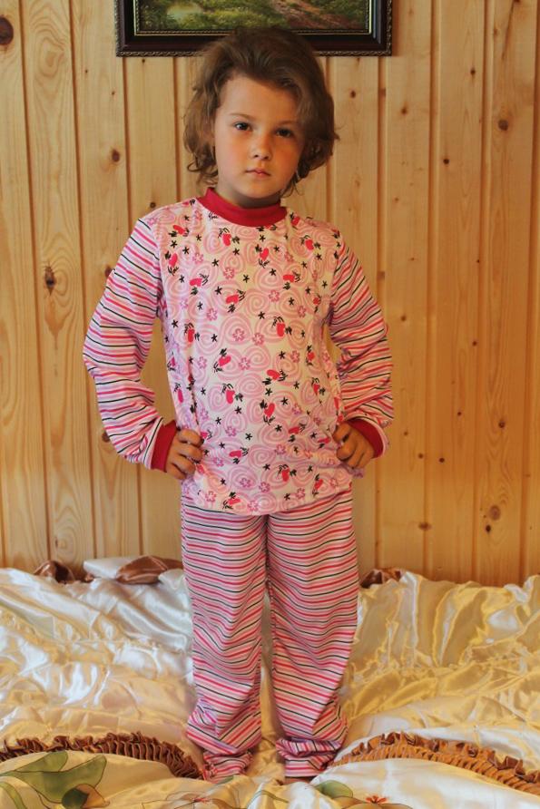 ПижамаПижамы<br>Детская хлопковая пижама.  Размер 116 соответствует росту 111-116 см Размер 122 соответствует росту 117-122 см Размер 128 соответствует росту 123-128 см Размер 134 соответствует росту 129-134 см<br><br>По сезону: Всесезон<br>Размер : 122,128,134<br>Материал: Хлопок<br>Количество в наличии: 7