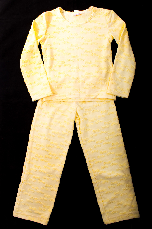 ПижамаПижамы<br>Детская хлопковая пижама.  Цвет: желтый  Размер 116 соответствует росту 111-116 см Размер 122 соответствует росту 117-122 см Размер 128 соответствует росту 123-128 см Размер 134 соответствует росту 129-134 см Размер 140 соответствует росту 135-140 см<br><br>По сезону: Всесезон<br>Размер : 116<br>Материал: Хлопок<br>Количество в наличии: 1