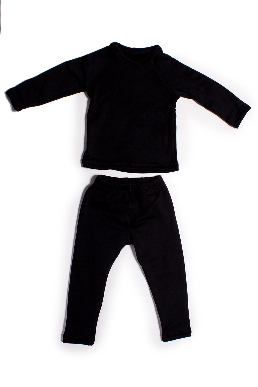 КостюмКостюмы<br>Детский термокостюм. Дети в костюмах выглядят стильно, и при этом находятся под надежной защитой от меняющихся погодных условий. Ткань обладает хорошей воздухопроницаемостью исключительными тепловыми качествами при относительно небольшом весе.   Изделия из таких тканей защищают от холода и непогоды. Велюровая поверхность ткани создает воздушные карманы, которые удерживают воздух и сохраняют тепло. Ткань гарантирует не закатывание ворса после многократных стирок.  Технические характеристики: -максимальное тепло при небольшом весе -прекрасно дышит, не препятствует испарению влаги, быстро сохнет -водоотталкивающая внешняя поверхность -предохраняет от внешних погодных условий  В изделии использованы цвета: черный  Размер 74 соответствует росту 70-73 см Размер 80 соответствует росту 74-80 см Размер 86 соответствует росту 81-86 см Размер 92 соответствует росту 87-92 см Размер 98 соответствует росту 93-98 см Размер 104 соответствует росту 98-104 см Размер 110 соответствует росту 105-110 см Размер 116 соответствует росту 111-116 см Размер 122 соответствует росту 117-122 см Размер 128 соответствует росту 123-128 см Размер 134 соответствует росту 129-134 см Размер 140 соответствует росту 135-140 см Размер 146 соответствует росту 141-146 см Размер 152 соответствует росту 147-152 см Размер 158 соответствует росту 153-158 см Размер 164 соответствует росту 159-164 см<br><br>Горловина: С- горловина<br>По возрасту: Ясельные ( от 1 до 3 лет),Дошкольные ( от 3 до 7 лет),Школьные ( от 7 до 13 лет)<br>По материалу: Трикотажные<br>По образу: Повседневные<br>По рисунку: Однотонные<br>По сезону: Зима,Осень,Весна<br>Рукав: Длинный рукав<br>Размер : 104,110,134,92,98<br>Материал: Трикотаж<br>Количество в наличии: 10