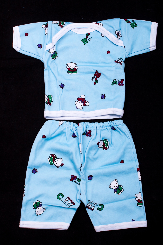 КостюмКомплекты<br>Хлопковый костюм для ребенка  В изделии использованы цвета: голубой и др.  Размер соответствует росту ребенка<br><br>По сезону: Всесезон<br>Размер : 62,68,74,80<br>Материал: Трикотаж<br>Количество в наличии: 4
