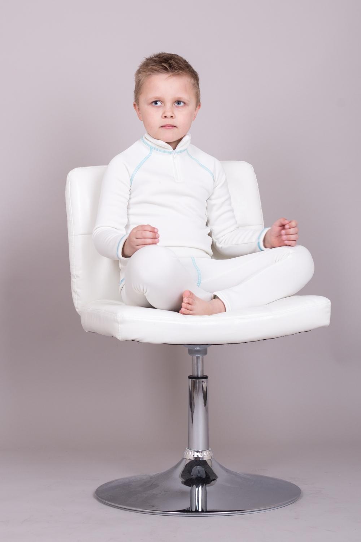 КостюмКостюмы<br>Детский термокостюм. Дети в костюмах выглядят стильно, и при этом находятся под надежной защитой от меняющихся погодных условий. Ткань обладает хорошей воздухопроницаемостью исключительными тепловыми качествами при относительно небольшом весе.   Изделия из таких тканей защищают от холода и непогоды. Велюровая поверхность ткани создает воздушные карманы, которые удерживают воздух и сохраняют тепло. Ткань гарантирует не закатывание ворса после многократных стирок.  Технические характеристики: -максимальное тепло при небольшом весе -прекрасно дышит, не препятствует испарению влаги, быстро сохнет -водоотталкивающая внешняя поверхность -предохраняет от внешних погодных условий  В изделии использованы цвета: белый  Размер 74 соответствует росту 70-73 см Размер 80 соответствует росту 74-80 см Размер 86 соответствует росту 81-86 см Размер 92 соответствует росту 87-92 см Размер 98 соответствует росту 93-98 см Размер 104 соответствует росту 98-104 см Размер 110 соответствует росту 105-110 см Размер 116 соответствует росту 111-116 см Размер 122 соответствует росту 117-122 см Размер 128 соответствует росту 123-128 см Размер 134 соответствует росту 129-134 см Размер 140 соответствует росту 135-140 см Размер 146 соответствует росту 141-146 см Размер 152 соответствует росту 147-152 см Размер 158 соответствует росту 153-158 см Размер 164 соответствует росту 159-164 см<br><br>Воротник: Стойка<br>По возрасту: Дошкольные ( от 3 до 7 лет),Ясельные ( от 1 до 3 лет)<br>По длине: Миди<br>По материалу: Трикотажные<br>По образу: Повседневные,Спорт<br>По рисунку: Однотонные<br>По сезону: Зима,Осень,Весна<br>По силуэту: Полуприталенные<br>По стилю: Спортивные<br>По форме: Брючные,Костюм двойка<br>Рукав: Длинный рукав<br>Размер : 104,116,92,98<br>Материал: Трикотаж<br>Количество в наличии: 4