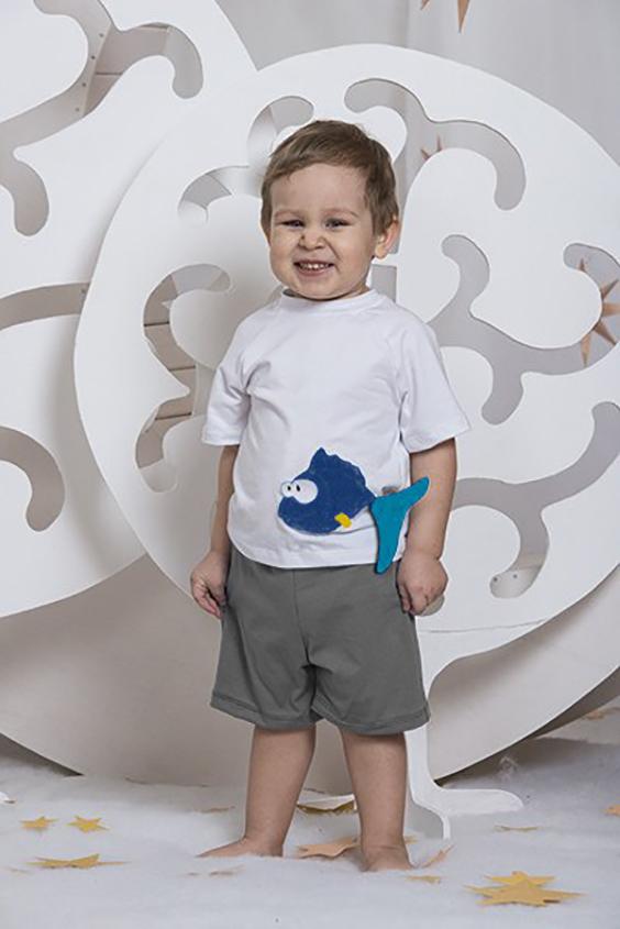КостюмКостюмы<br>Летний костюм ( футболка и трикотажные шорты). На футболке аппликация ручной работы quot;Рыбкаquot;.  В изделии использованы цвета: серый, белый и др.  Размер 74 соответствует росту 70-73 см Размер 80 соответствует росту 74-80 см Размер 86 соответствует росту 81-86 см Размер 92 соответствует росту 87-92 см Размер 98 соответствует росту 93-98 см Размер 104 соответствует росту 98-104 см Размер 110 соответствует росту 105-110 см Размер 116 соответствует росту 111-116 см Размер 122 соответствует росту 117-122 см Размер 128 соответствует росту 123-128 см Размер 134 соответствует росту 129-134 см Размер 140 соответствует росту 135-140 см Размер 146 соответствует росту 141-146 см Размер 152 соответствует росту 147-152 см Размер 158 соответствует росту 153-158 см Размер 164 соответствует росту 159-164 см<br><br>Горловина: С- горловина<br>По возрасту: Ясельные ( от 1 до 3 лет),Дошкольные ( от 3 до 7 лет)<br>По длине: Миди<br>По материалу: Хлопковые<br>По образу: Повседневные<br>По рисунку: Цветные<br>По сезону: Весна,Зима,Лето,Осень,Всесезон<br>По силуэту: Полуприталенные<br>По стилю: Повседневные<br>По форме: Брючные,Костюм двойка<br>По элементам: С декором<br>Рукав: Короткий рукав<br>Размер : 110,116,86<br>Материал: Хлопок<br>Количество в наличии: 3