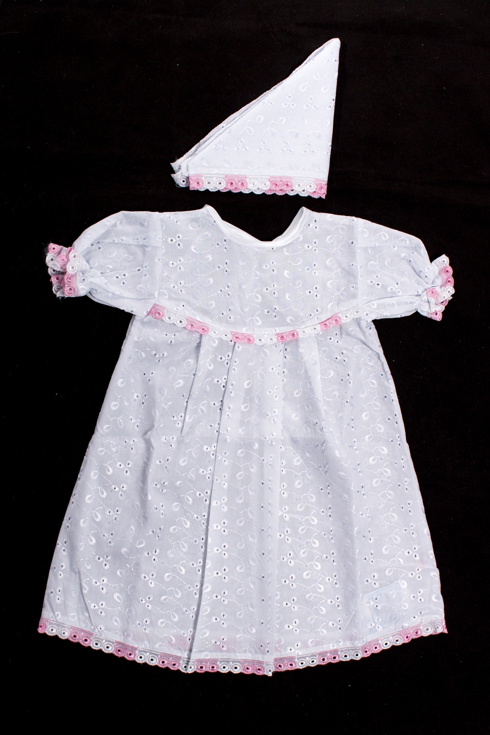 КомплектКомплекты<br>Крестильный комплект для девочки  Цвет: белый, розовый  Размер соответствует росту ребенка<br><br>По сезону: Всесезон<br>Размер : 62<br>Материал: Хлопок<br>Количество в наличии: 1