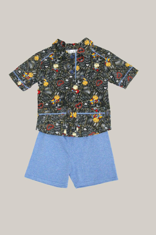 ПижамаПижамы<br>Детская пижама из трикотажного полотна Комплект из трикотажного полотна из двух предметов: рубашки и шорт. Рубашка с короткой застежкой планками на пуговицы. Воротник отложной. Спереди плечевые кокетки, накладные карманы. Рукава короткие, с манжетами. Контрастные вставки манжет, кокеток, карманов, контрастная внутренняя планка застежки. Шорты прямые, на резинке.  Цвет: голубой, черный, мультицвет  Размер 74 соответствует росту 70-73 см Размер 80 соответствует росту 74-80 см Размер 86 соответствует росту 81-86 см Размер 92 соответствует росту 87-92 см Размер 98 соответствует росту 93-98 см Размер 104 соответствует росту 98-104 см Размер 110 соответствует росту 105-110 см Размер 116 соответствует росту 111-116 см Размер 122 соответствует росту 117-122 см Размер 128 соответствует росту 123-128 см Размер 134 соответствует росту 129-134 см Размер 140 соответствует росту 135-140 см Размер 146 соответствует росту 141-146 см<br><br>По сезону: Осень,Весна<br>Размер : 92<br>Материал: Хлопок<br>Количество в наличии: 1